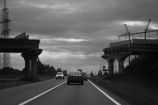 Разрушенный мост по дороге на фестиваль Заозерье-2014